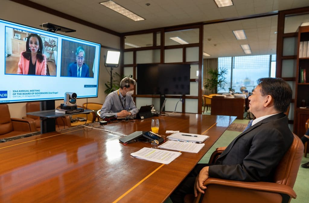 PhD Students Participate in Virtual Management Conference